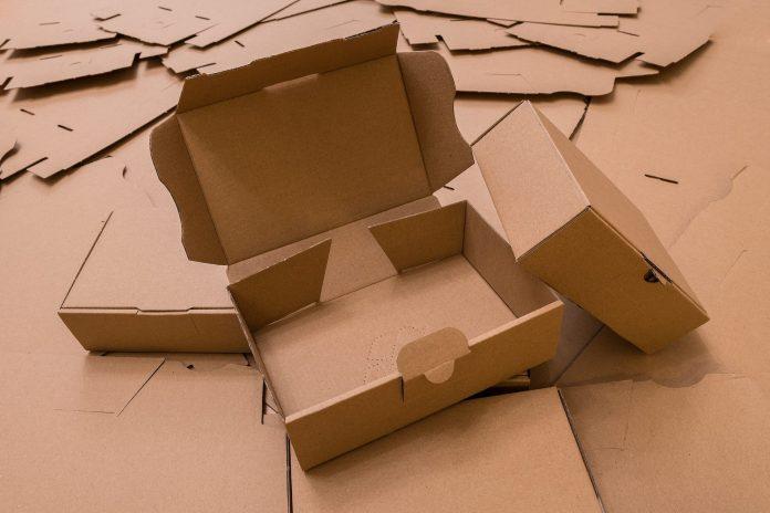 ambalaje personalizate din carton pentru livrarea produselor